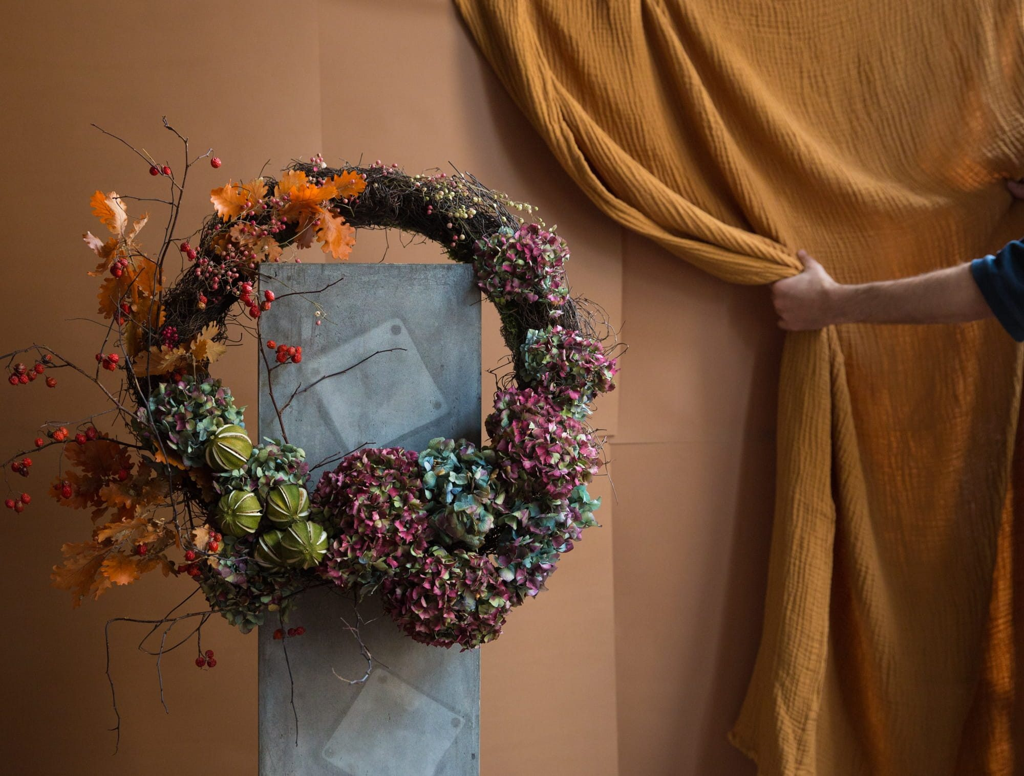 London_flower_school_floristry_classes_workshops_learn_christmas_workshop_wreath