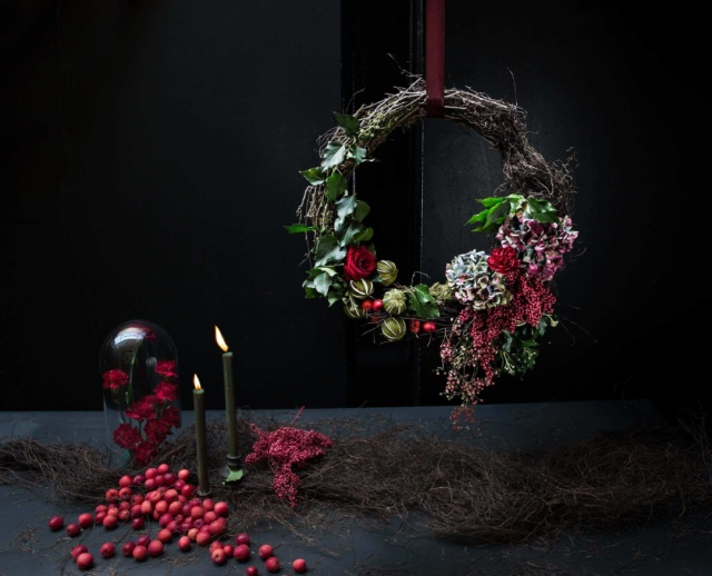 London_flower_school_floristry_classes_workshops_learn_christmas_workshop_table_arrangement_styling_wreath_centrepiece