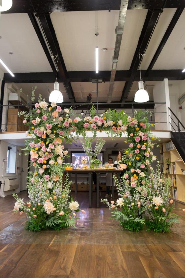 floristry_class_hand_tied_bouquet_masterclass_table_arrangement_london_flower_school_floristry_floral_arch_installation