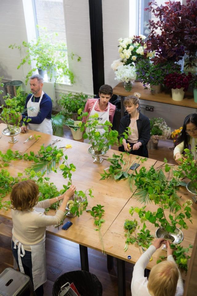 floristry_class_hand_tied_bouquet_masterclass_table_arrangement_london_flower_school_floristry_lesson_constance_spry.jpg