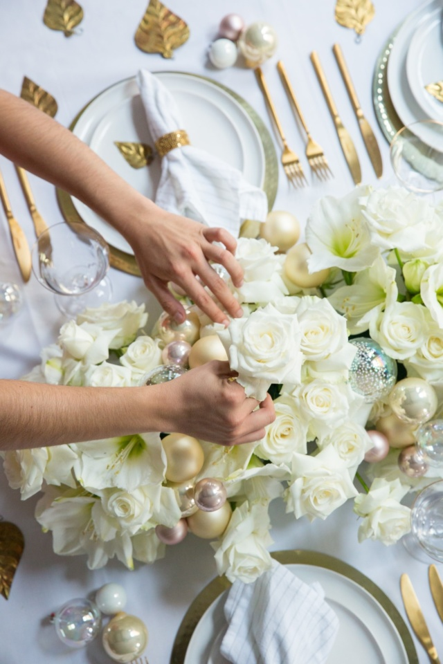 London_flower_school_floristry_classes_workshops_learn_christmas_workshop_table_arrangement_styling